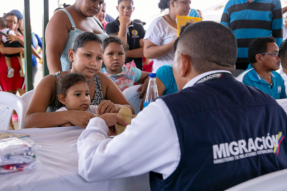 Colombia has welcomed migrants from Venezuela with support programmes, border mobility cards and a special work permit that has allowed thousands of migrants to stay and work legally in Colombia. Photo: UN Women