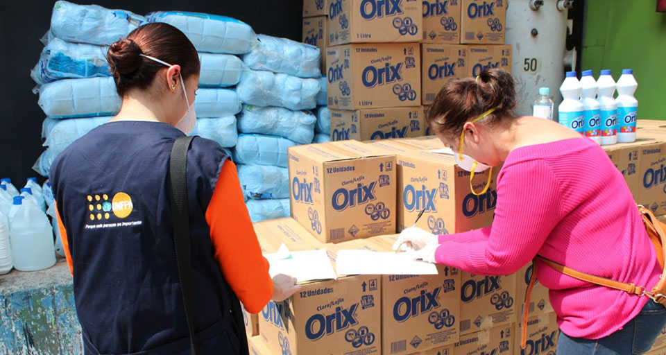UNFPA and UN Women have distributed more than 1,300 dignity kits containing essential hygiene supplies such as soap and menstrual pads to women living in prisons and quarantine centres. Photo: UNFPA El Salvador