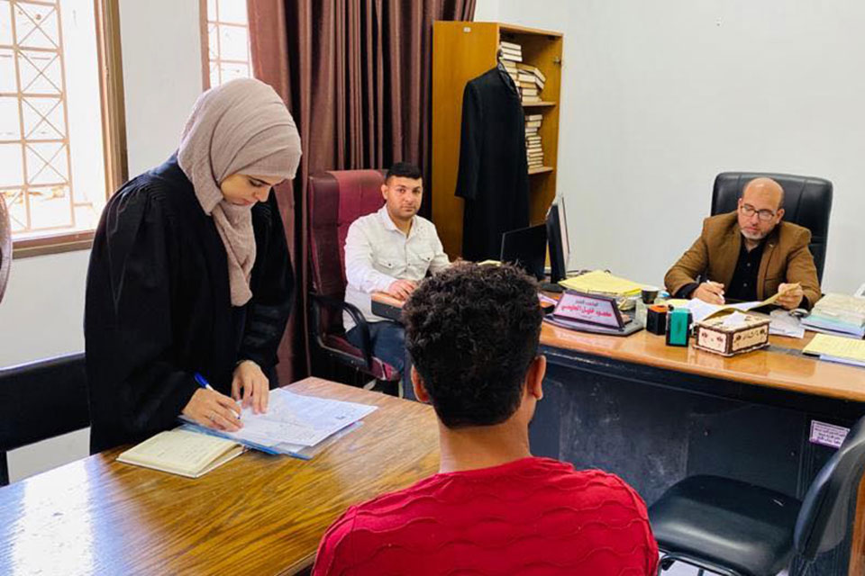 PCHR trainee lawyer Bissan El-ledawi files an alimony case on behalf of a divorced beneficiary in Gaza. Divorced women in the Gaza Strip are particularly vulnerable and often face stigma and financial instability and risk losing custody of their children. Photo: PCHR