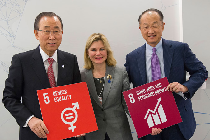At the World Economic Forum in Davos, Switzerland, UN Secretary-General Ban Ki-moon (left) announces creation of the first-ever UN High-Level Panel on Women's Economic Empowerment. Also pictured are Justine Greening, Development Secretary, United Kingdom (centre), and Jim Yong Kim, President of the World Bank (right). Photo: UN Photo/Rick Bajornas.