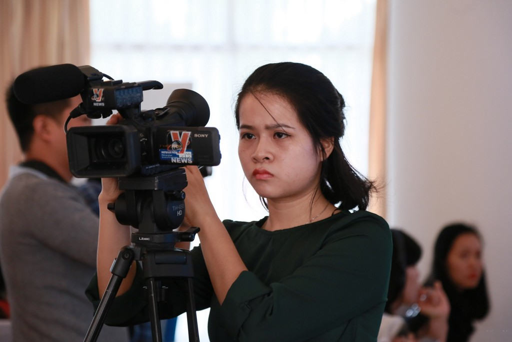 A broadcast journalist participating in the November workshop shoots a simulation of a talk show on gender, climate change and natural disasters. Photo: UN Women Viet Nam