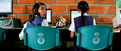 Girls attend a computer class at San Jose, a rural secondary school in La Ceja del Tambo, Antioquia, Colombia.   Photo: © Charlotte Kesl / World Bank