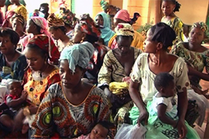 Women take part in maternal health awareness and guidance training sessions at a health center in Bamako Sabalidougou, Mali. Photo Credit: UN Women, CNIESC (National Information Center for Education and Community Health)