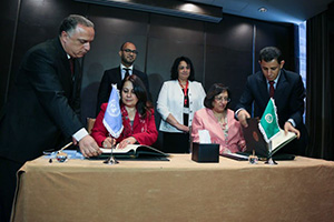 Dr. Sameera Al Tuwaijri, Regional Director of UN Women Regional Office for Arab States (left), and Ambassador Faeqa Al Saleh, on behalf of the Secretary General of the League of Arab States (right), sign the Memorandum of Understanding for a joint partnership in areas of common interest. Photo courtesy of wupy.org
