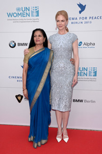 Acting Head of UN Women Lakshmi Puri and UN Women Goodwill Ambassador Nicole Kidman on the red carpet in Berlin. (Photo: Getty Images/Luca Teuchmann)