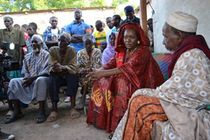 Malian female presidential candidate Haïdara Aïchata Cissé meets with civil society on the campaign trail.
