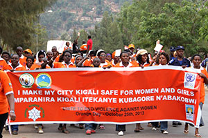 Rwandan women and men took a stand by marching four kilometres to raise awareness on violence against women and girls in public spaces. Photo: UN Women/Sara Hakansson