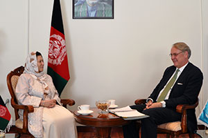 John Hendra meets Husn Banu Ghazanfar, Minister of Women's Affairs in Kabul on 6 October, 2013. Photo: Department of Public Affairs, Ministry of Women Affairs.