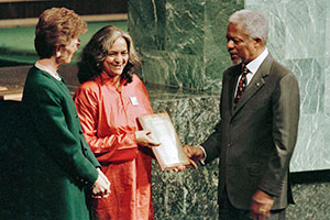 United Nations Human Rights Defenders Award is presented to Sunila Abeysekera, on 10 December 1998, the 50th anniversary of the Universal Declaration of Human Rights. She is flanked by United Nations High Commissioner for Human Rights Mary Robinson (left) and Secretary-General Kofi Annan (right). Photo: UN Photo/Greg Kinch