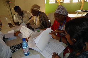 Grassroots Women Leaders analysing the 2012 Federal Budget. Photo credit: Community Life Project