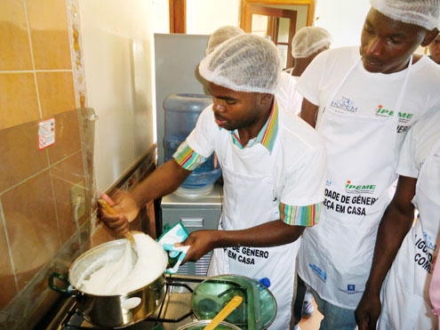 An innovative programme by UN Women in Mozambique puts men in the kitchen to experience first hand how to break free of gender stereotypes. They also reflect on violent behavior—and how to stop it. Photo courtesy of HOPEM