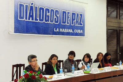 Representatives of women's organizations and networks that were part of the first delegation of gender experts at the talks in Havana - Subcommittee on Gender, present their proposals for building peace deal with Government and FARC-EP negotiators in December 2014. Photo courtesy of the Government of Cuba.