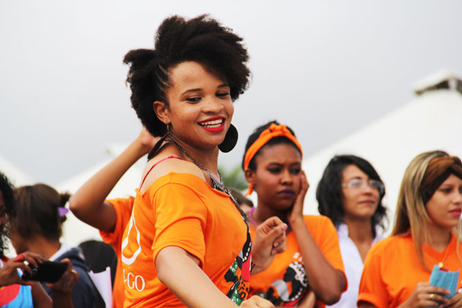 Women dressed in orange take part in the March of Black Women against Violence and Discrimination in Brazil. Photo: Photo: UNDP/Tiago Zenero