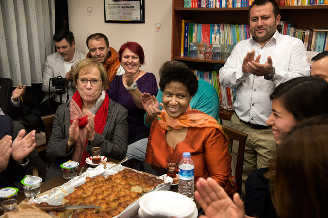 UN Women Executive Director Phumzile Mlambo-Ngcuka visited the Father Support Association in Istanbul. Photo: UN Women/Ventura Formicone