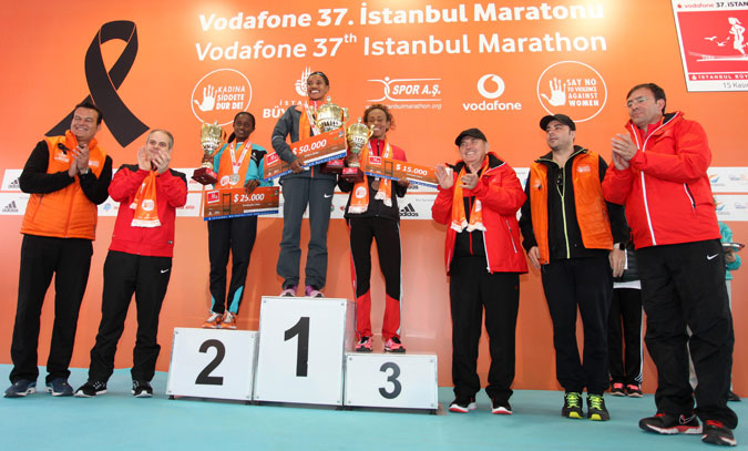 Ahead of the International Day to End Violence against Women and the 16 Days of Activism the theme of the 2015 International Istanbul Marathon was ending violence against women.