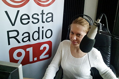 Anita, presenter of news and host, in Vesta Radio's studio. Photo: Vesta Radio/Damir Divković.