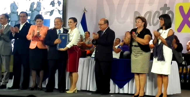 "The three bodies of the Salvadoran State signed onto the new ""Pact for Gender Equality"". Photos: UN Women/Vanessa Batres"