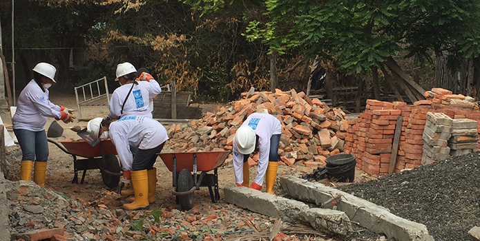Women are rebuilding Ecuador, literally