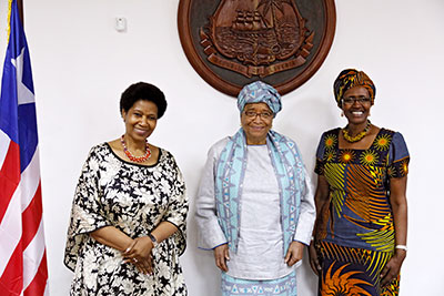 UN Women Executive Director Phumzile Mlambo-Ngcuka and Oxfam Executive Director Winnie Byanyima held high-level talks with the President of Liberia, Ellen Johnson Sirleaf. Photo: UN Women/Stephanie Raison