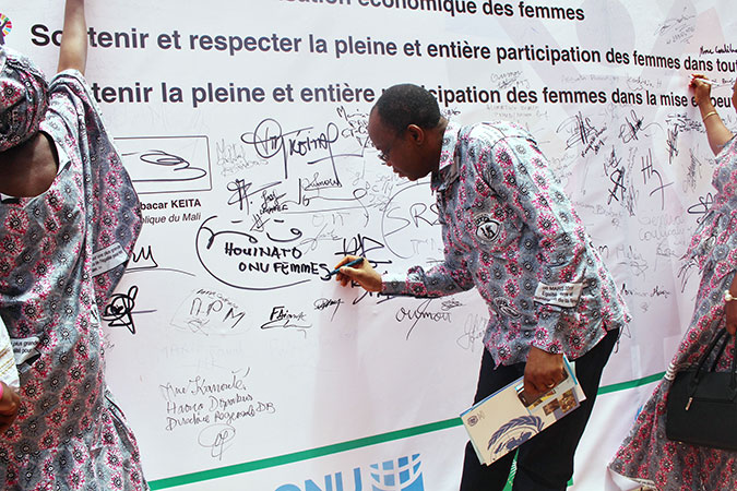 Citizens committed to take action to support gender equality in Mali. Photo: UN Women Mali