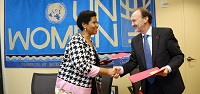 UN Women Executive Director Phumzile Mlambo-Ngcuka and Jesús Manuel Gracia Aldaz, Spain's Secretary of State for International Cooperation and for Ibero-America, signed a Strategic Partnership Framework in New York on 29 September. Photo: UN Women/Ryan Brown