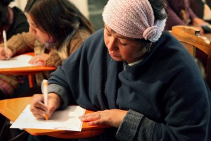 In Ecuador a woman contributes a letter to the Cartas de Mujeres campaign.  Credit: ONU Mujeres/Region Andina